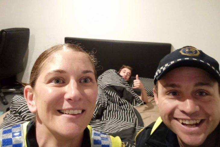 Policías en Australia llevan a chico ebrio