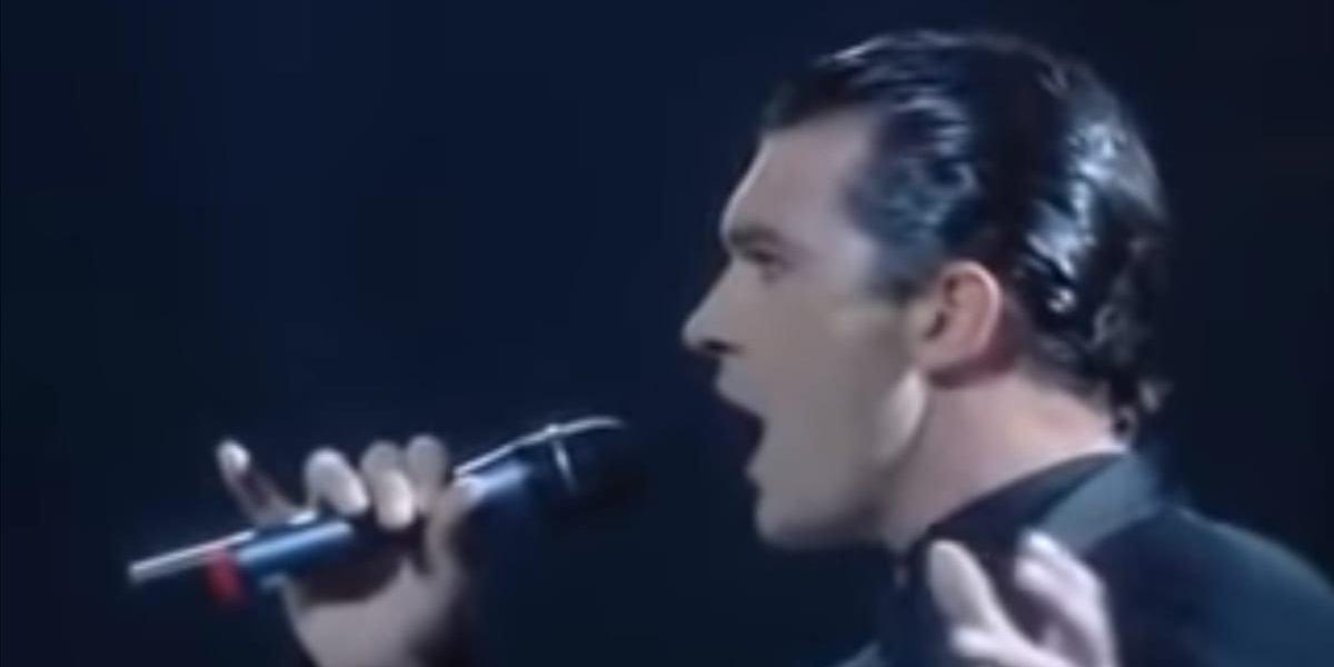 antonio1 e1561732899712.jpg?resize=1200,630 - Antonio Banderas - Spain's Greatest Actor Can Also Sing Brilliantly!