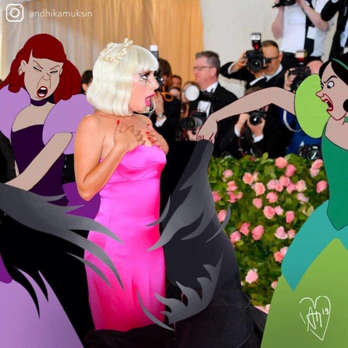 Artista Andhika Muksin recrea personajes Disney; hermanas de Cenicienta quitándole el vestido a Lady Gaga en la MET gala