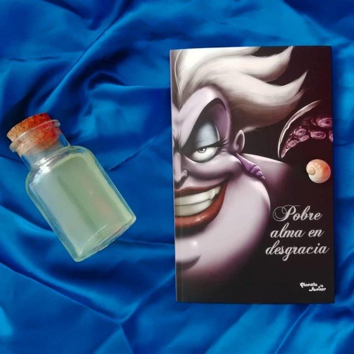 Portada del libro Pobre alma en desgracia de Disney, inspirado en Úrsula, La Sirenita