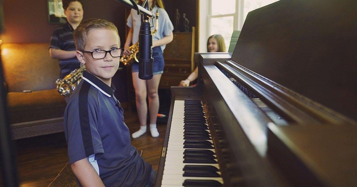 d5 5.png?resize=300,169 - Un garçon de 10 ans chante Imagine à l'école et fait le buzz