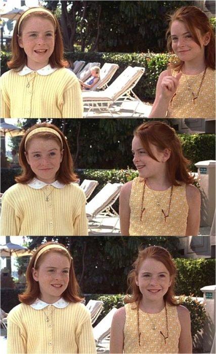 Juego de gemelas Annie y Hally en la alberca del hotel
