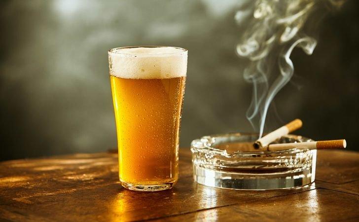 お酒を飲むとタバコが吸いたくなる理由