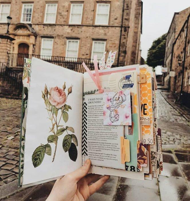 diario con cartas y boletos