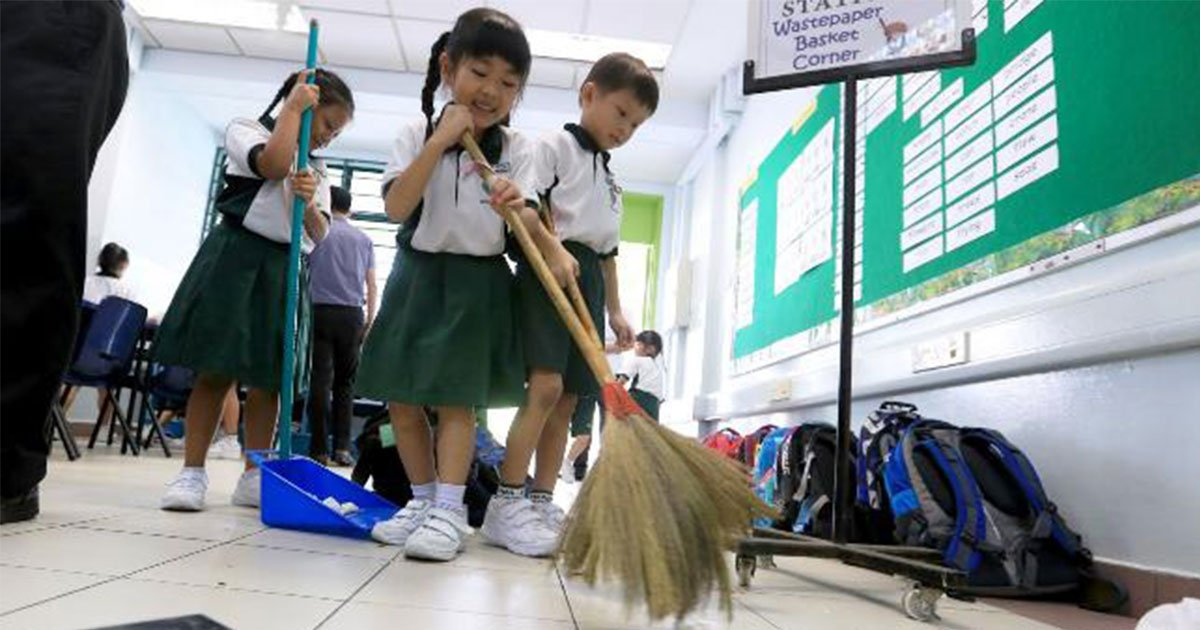 Japanese Students Clean Their Own Classroom As Part Of