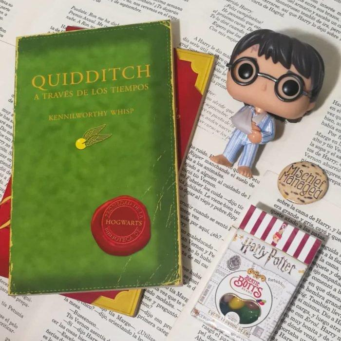 Portada dle libro inspirado en Harry Potter Quidditch a través de los tiempos