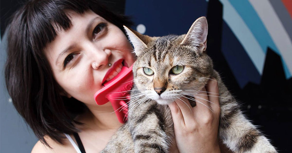 lick your cat with this licki brush.jpg?resize=412,232 - Lick Your Cat With This LICKI Brush