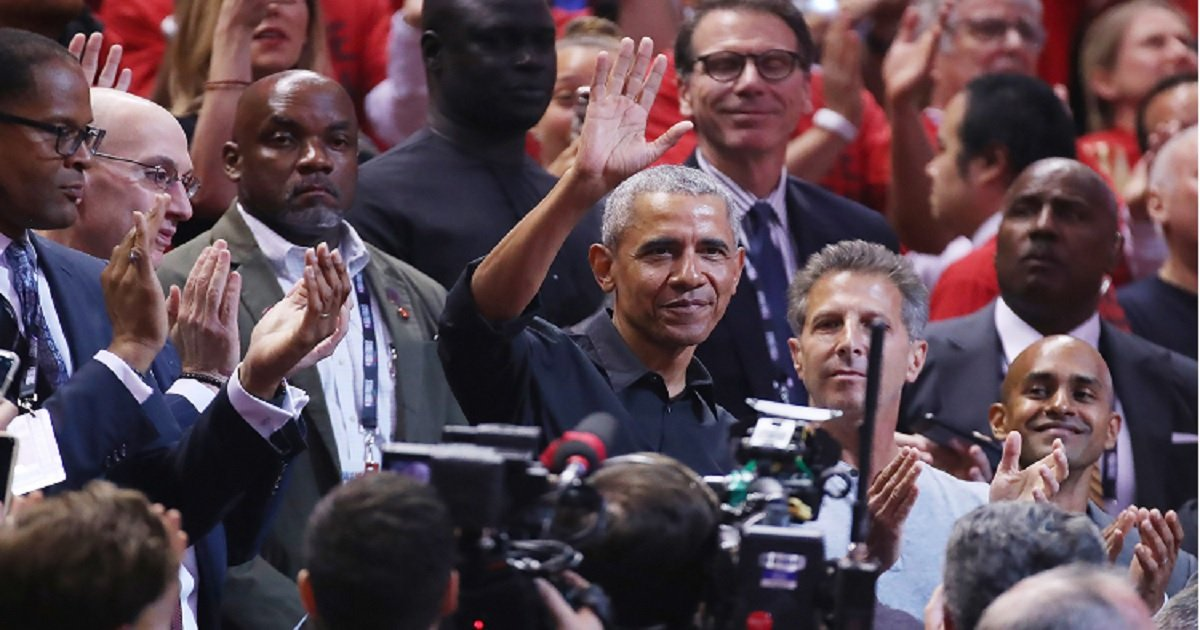 o3.jpg?resize=412,275 - Barack Obama Got A Standing Ovation And A Hug From Drake During Game 2 Of NBA Finals