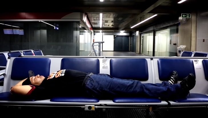 10 Personas que quedaron atrapadas en un aeropuerto durante mucho tiempo (y algunas todavía viven allí)