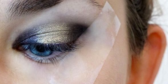 tapeshadow e1561355866894.jpg?resize=1200,630 - 30 Eye Shadow Tricks That Will Highlight Your Beautiful Eyes
