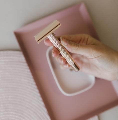 rastrillo en color rosa