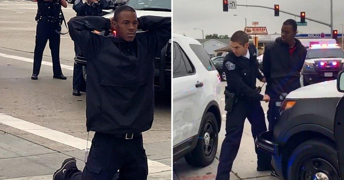 untitled design 88.png?resize=300,169 - Les images montrent des policiers pointant des armes sur un jeune homme agenouillé après l'avoir soupçonné de vol à l'étalage