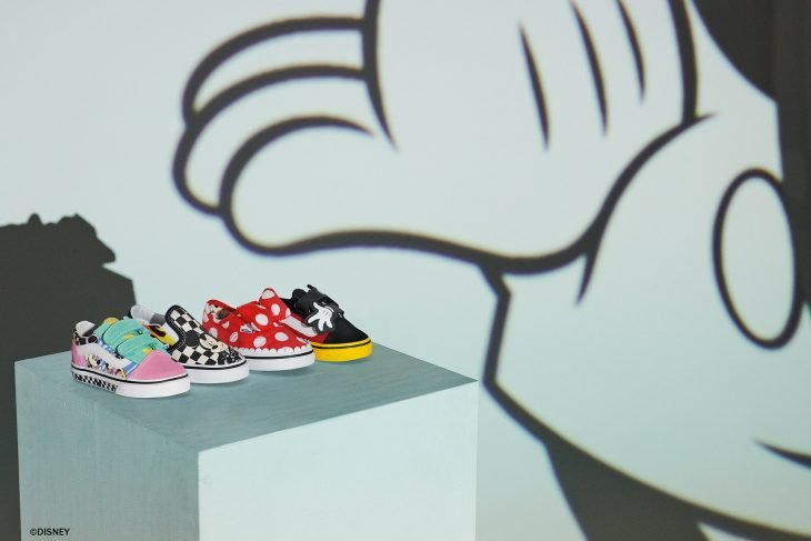 colección de tenis de mickey mouse