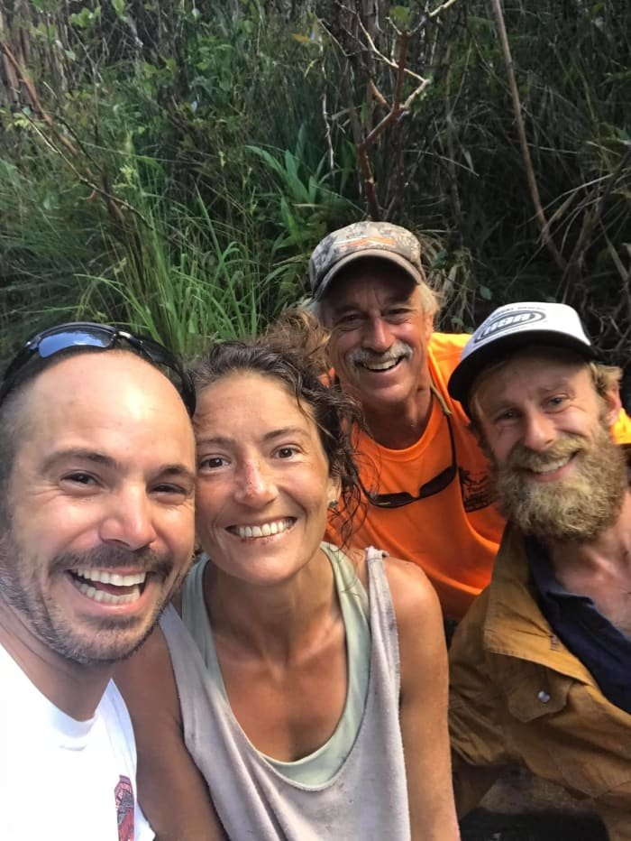 Amanda Eller with the search team that rescued her.