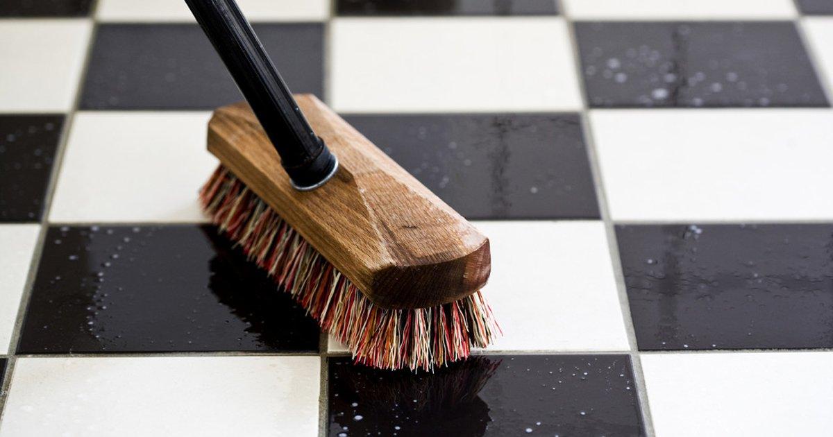 1 215.jpg?resize=412,232 - 15 Trucos para limpiar la casa sin usar detergentes químicos