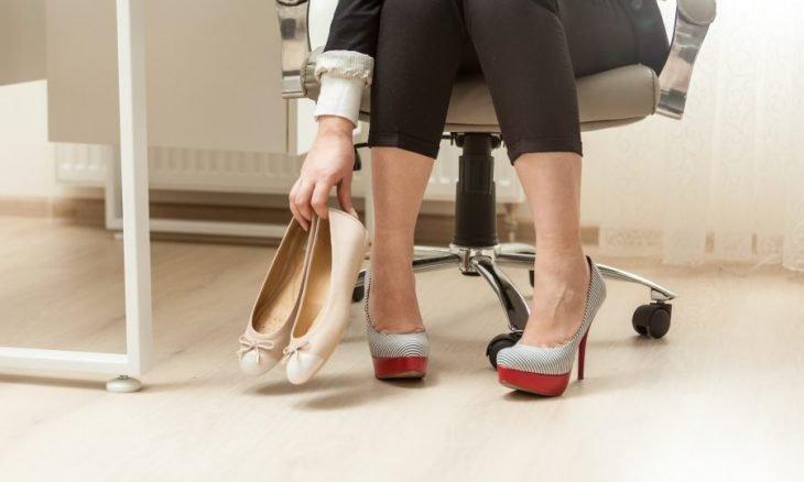 cambiar de zapatos en la oficina