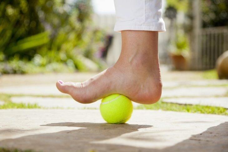 pelota de tennis pie