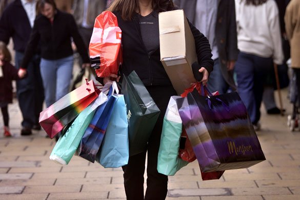 Resultado de imagen de chicas comprando