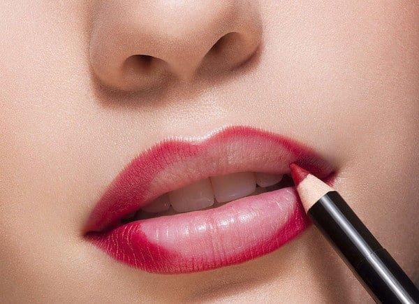 Resultado de imagen de Delinea tus labios con un lápiz más oscuro