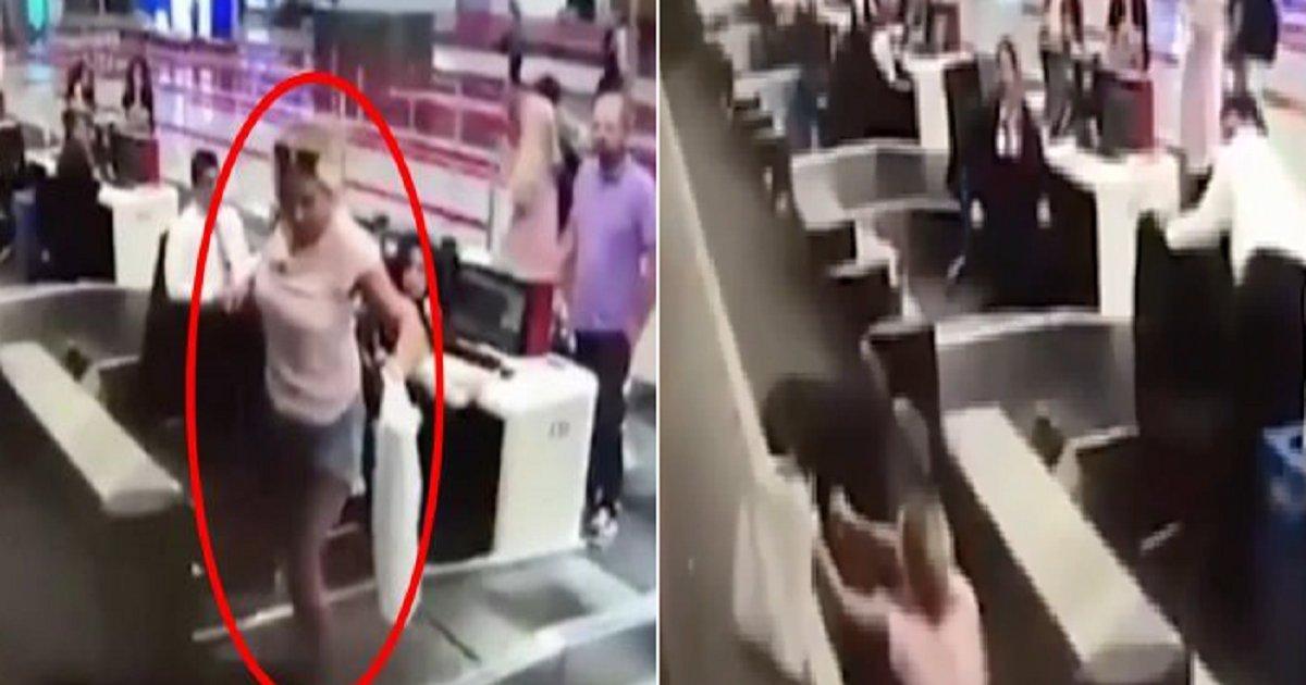 33333 4.png?resize=412,232 - 비행기 처음타본 여성이 수하물을 맡긴 뒤 한 돌발 행동 (영상)