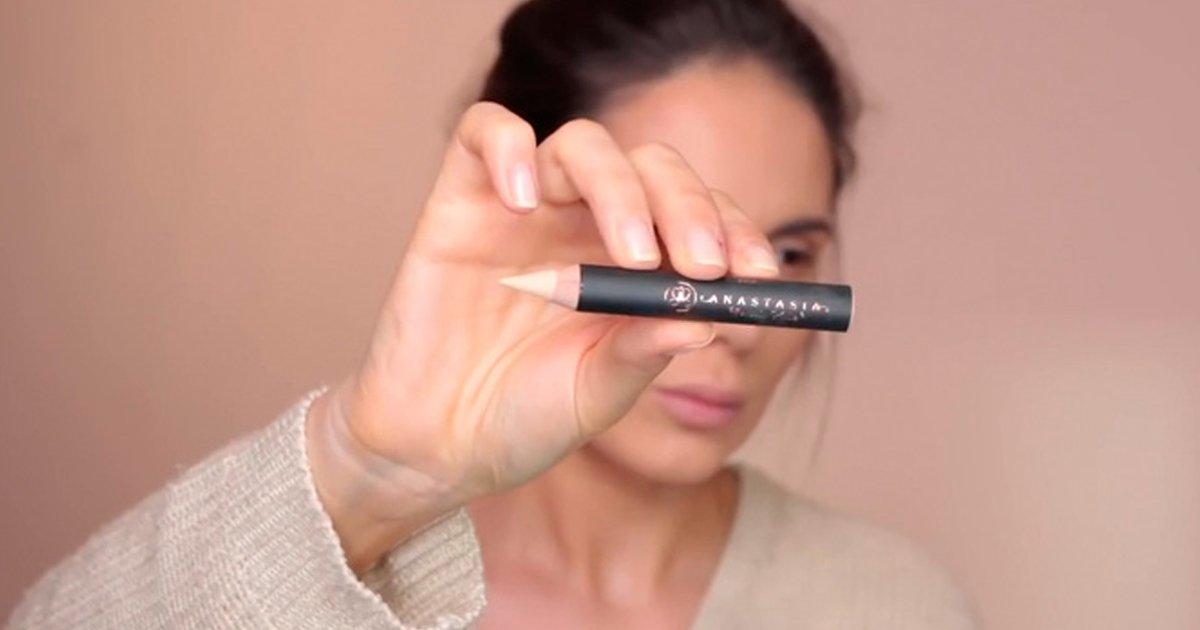 4 139.jpg?resize=1200,630 - 10 Trucos de maquilladores profesionales que resultarán útiles a cualquier mujer