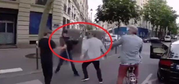 attaque aveugle.jpg?resize=412,232 - L'automobiliste qui avait attaqué la personne aveugle est condamné à payer une amende de 2000€