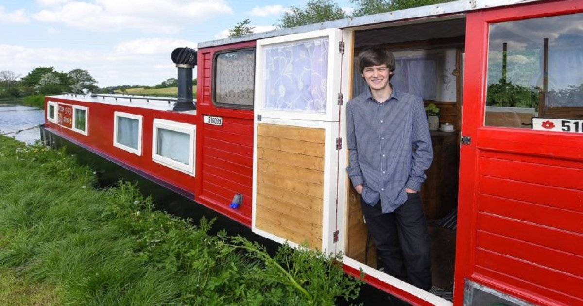 b4 1.jpg?resize=412,232 - A Teenager Converted A Shabby Canal Boat Into A Luxury Holiday Home For His Mom And Sister