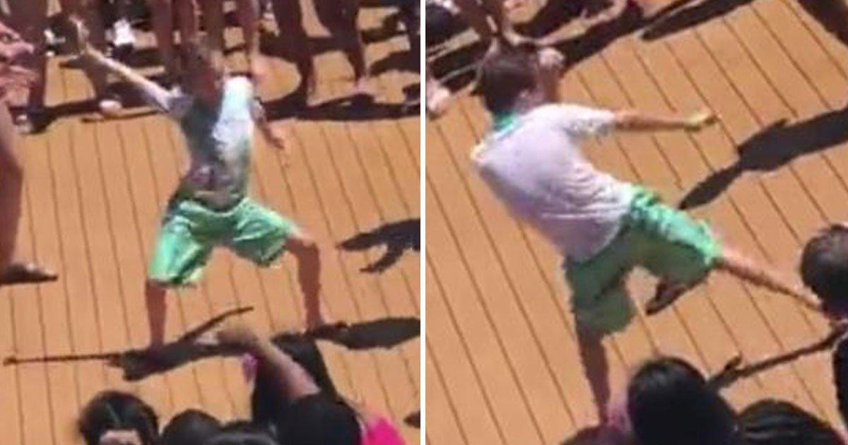 boy dances.jpg?resize=300,169 - Un garçon de 8 ans a volé la vedette lors d'une soirée dansante et il est devenu une sensation sur Internet