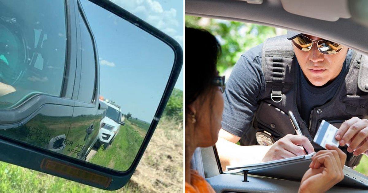 cop2.png?resize=1200,630 - Un officier de police fouille dans sa poche et donne de l'argent à une femme au lieu de lui mettre une amende pour excès de vitesse