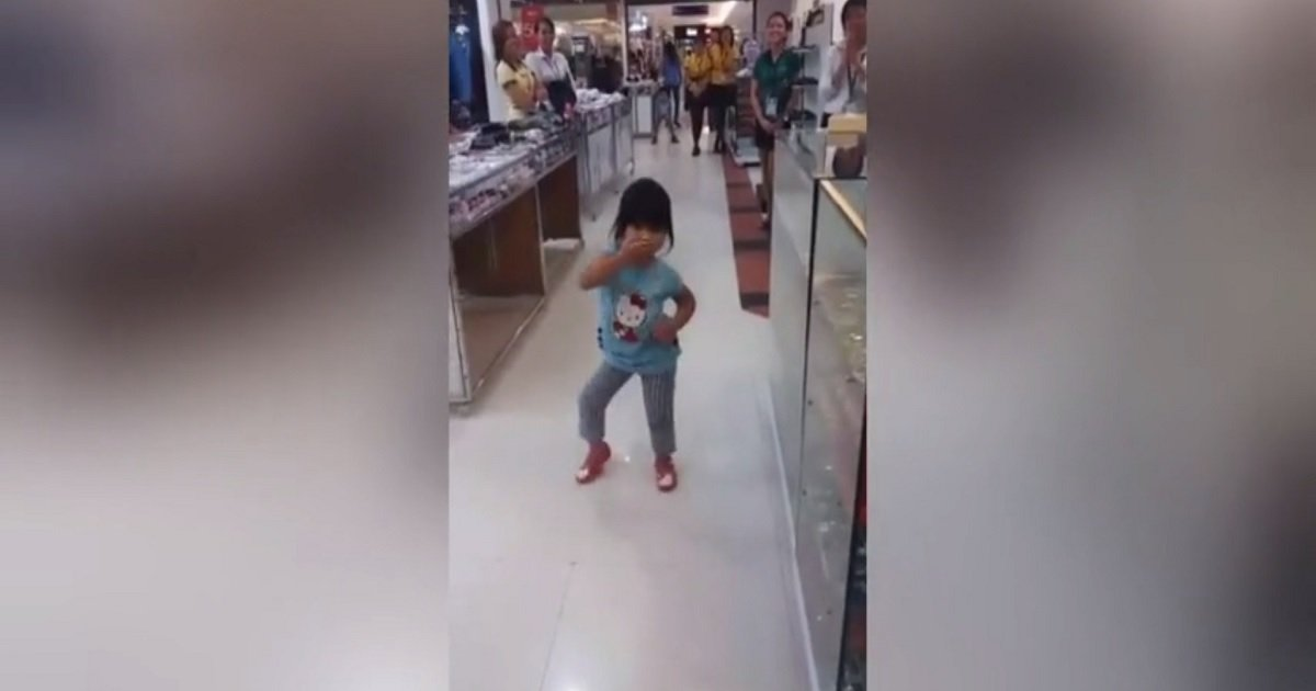 d3 1.jpg?resize=412,232 - A Toddler's Adorable Dance Moves Stunned Shoppers And Brought The Shop Floor To A Standstill