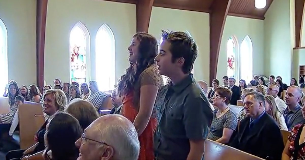 d5 6.png?resize=412,275 - A Flash Mob Crashes The Church Wedding and the Performance Is Incredible