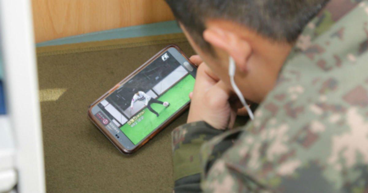 """d6dd577e439c4e49ae2d26ee9cb961bd.jpg?resize=1200,630 - """"휴대폰 허용해줬더니"""" ... 군 생활 하며 휴대폰으로 'OO'한 병사 5명"""