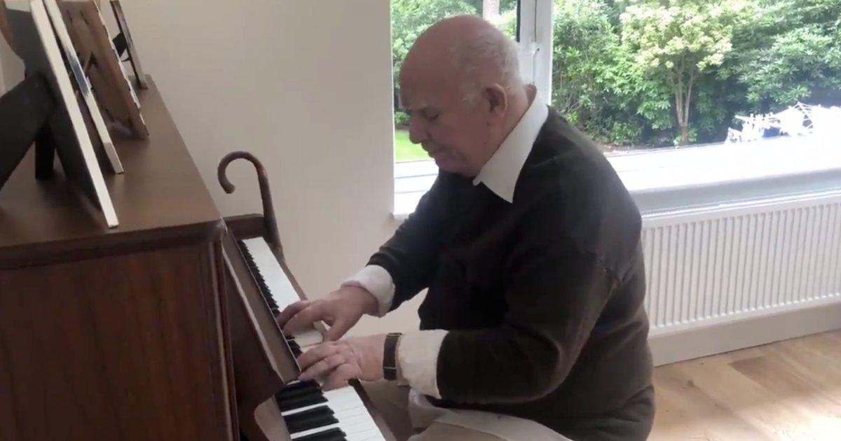 img 5d18f9f456915.png?resize=412,232 - Un vieil homme atteint de démence se souvient de la chanson qu'il a composé il y a plus de trois décennies