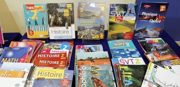 livres.jpg?resize=300,169 - Réforme scolaire: Les manuels scolaires de seconde et de première sont devenus inutile et vont finir à la poubelle