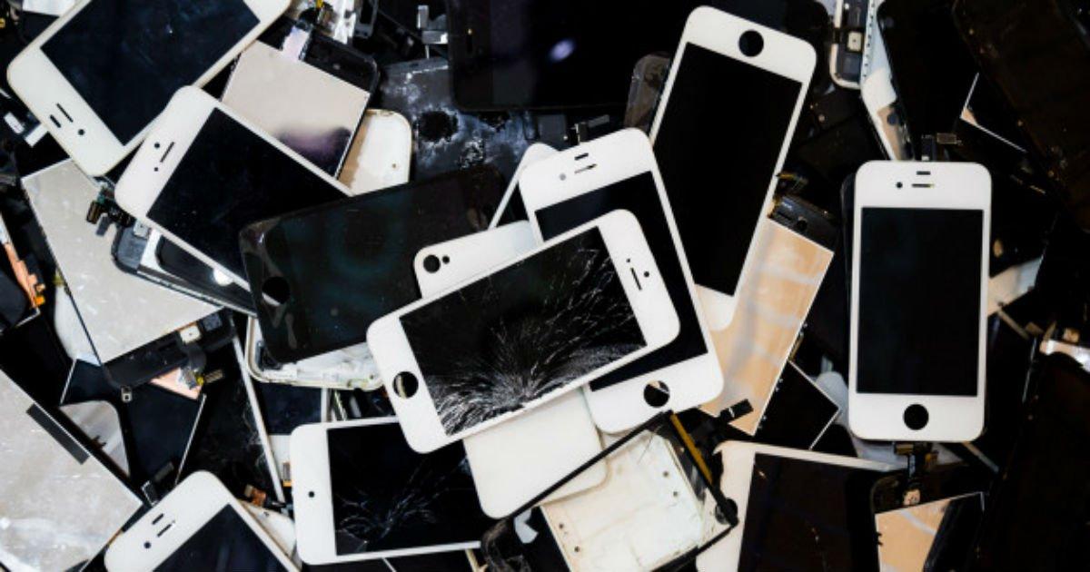 "n smartphone stack 628x314.jpg?resize=1200,630 - ""앞으로 휴대전화 번호 앞자리 '020' 된다"""