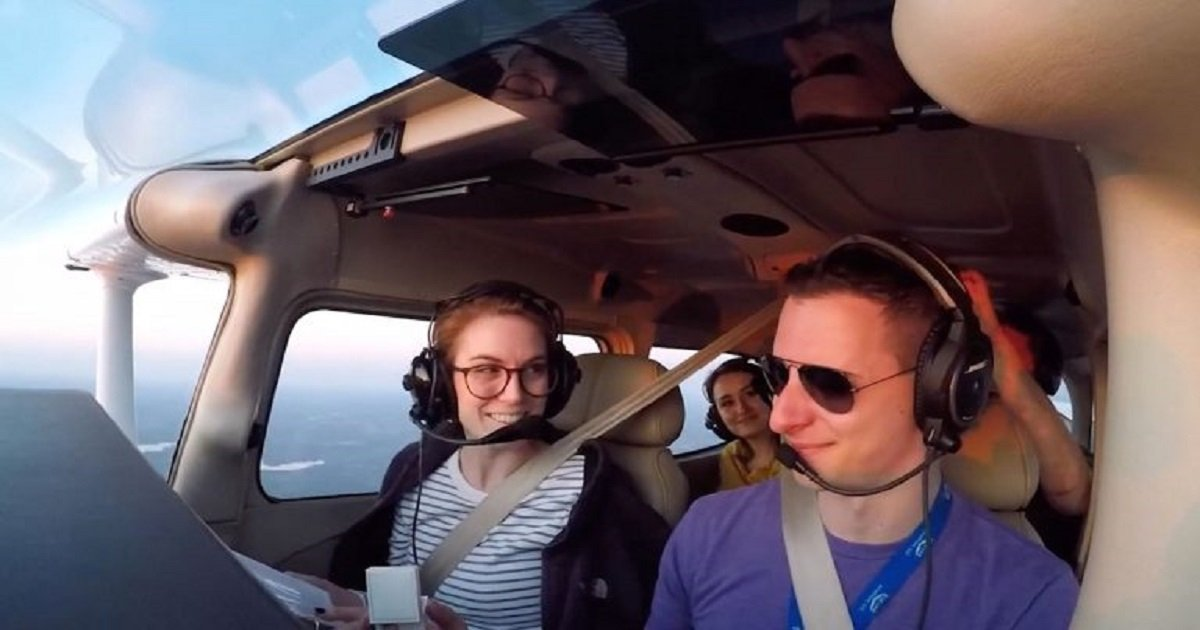 p3.jpg?resize=412,232 - A Pilot Boyfriend Pretended There Was An Emergency Landing In Order To Propose To His Girlfriend Mid-Air