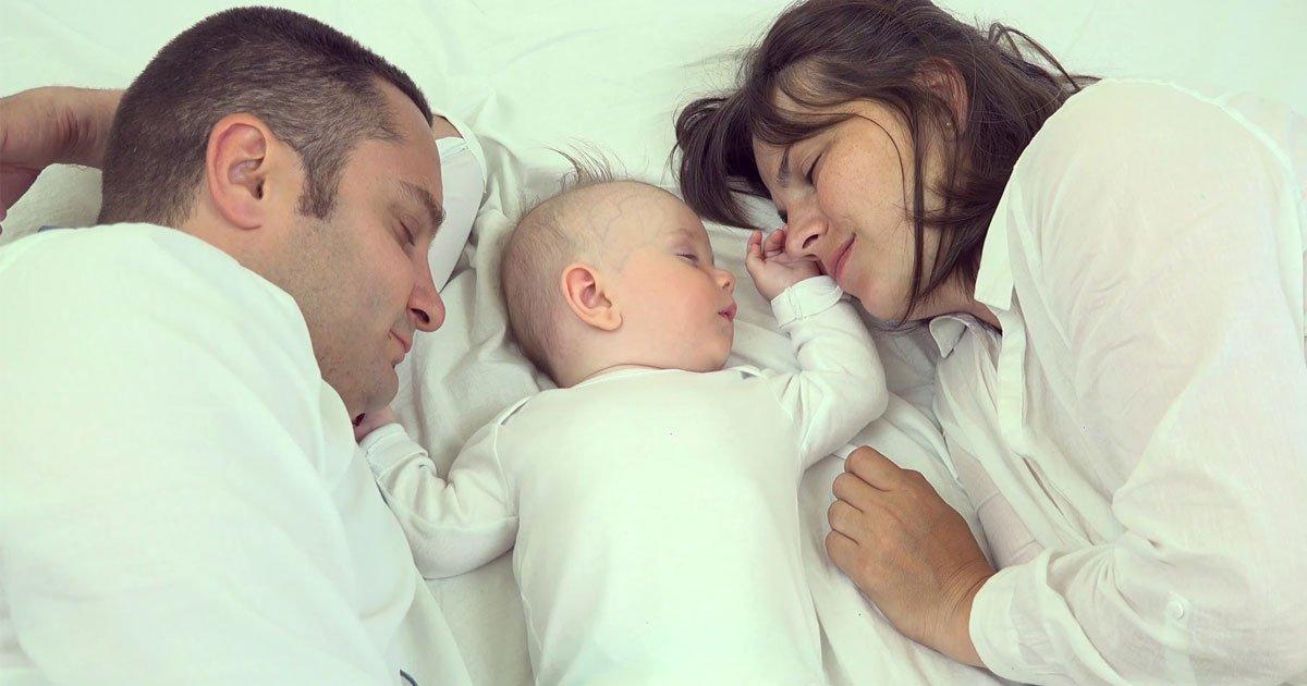 parents get poorer quality of sleep for the first 6 years of their babys arrival.jpg?resize=300,169 - Les parents ont un sommeil de mauvaise qualité pendant les six premières années après l'arrivée de leur bébé