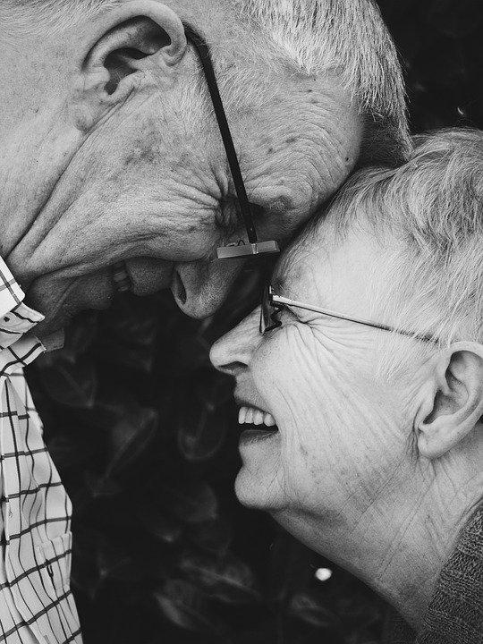 people 2583943 960 720.jpg?resize=300,169 - Après 71 ans de mariage, ils meurent le même jour