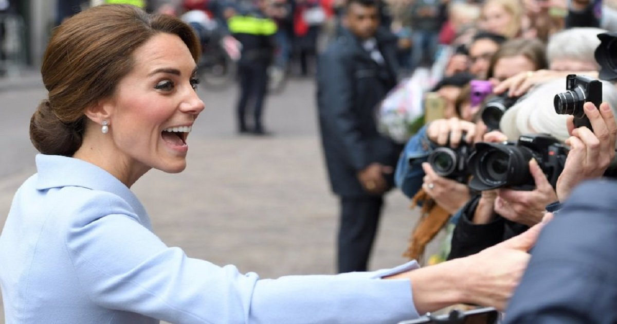s3 4.jpg?resize=412,232 - People May Be Barred From Taking Selfies With The Royals For The Simple Reason That It Is Seen As Disrespectful