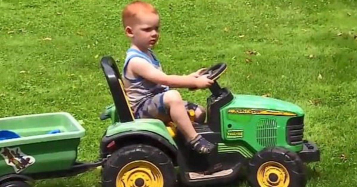 s5 16.png?resize=412,232 - Un garçon de deux ans s'est rendu sur la fête foraine avec son tracteur à pédales uniquement pour être sauvé par la police