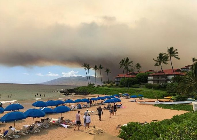 screen shot 2019 07 15 at 6 38 30 pm.png?resize=412,232 - Hawaii's Maui Wildfires Force Thousands To Evacuate As Flames Burn Across 30,000 Acres