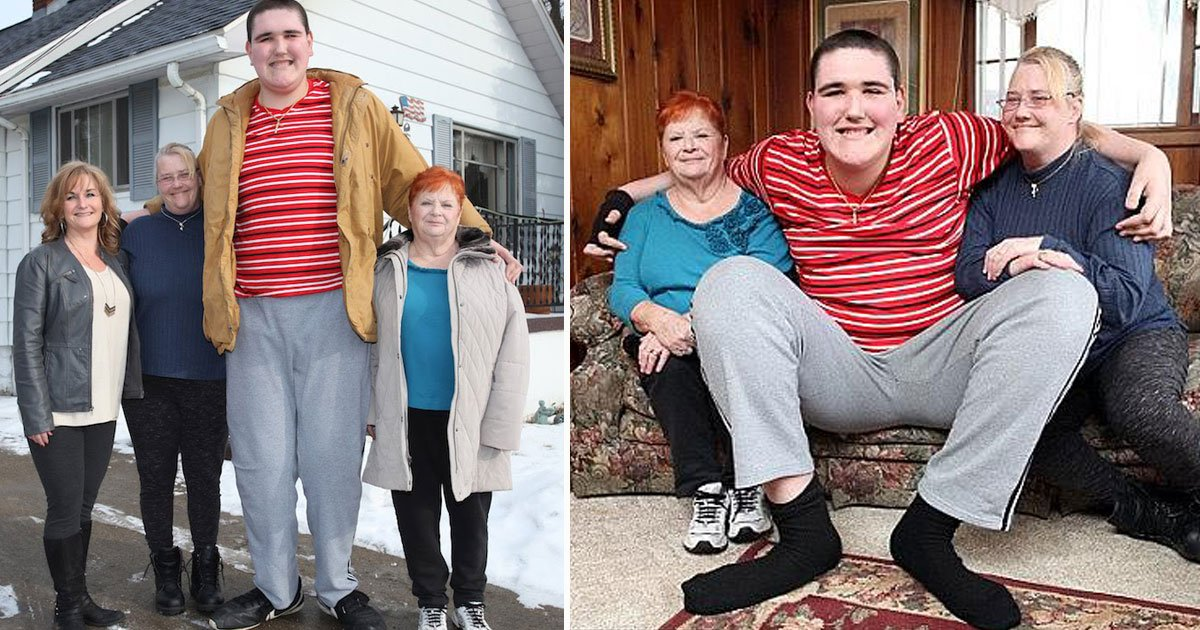 tallest man.jpg?resize=412,232 - 7ft 9in Man - Who Was Once Crowned The 'World's Tallest Teen' - Got His Very First Job