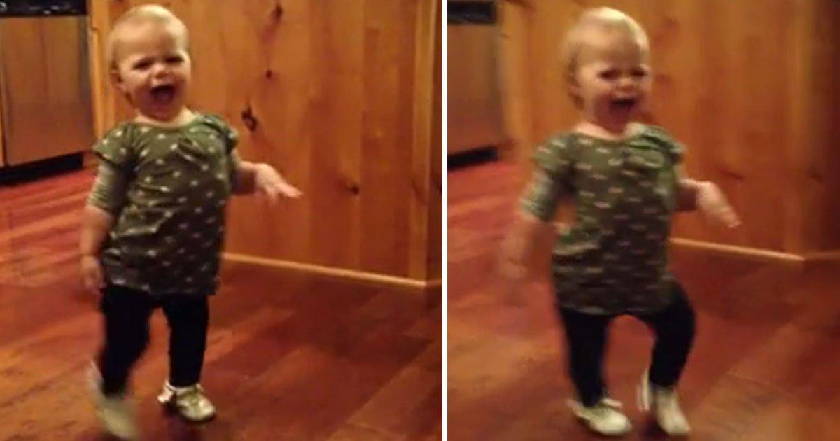toddler imitates pregnant mom.jpg?resize=412,275 - Toddler Imitated Her Pregnant Mother's Walk