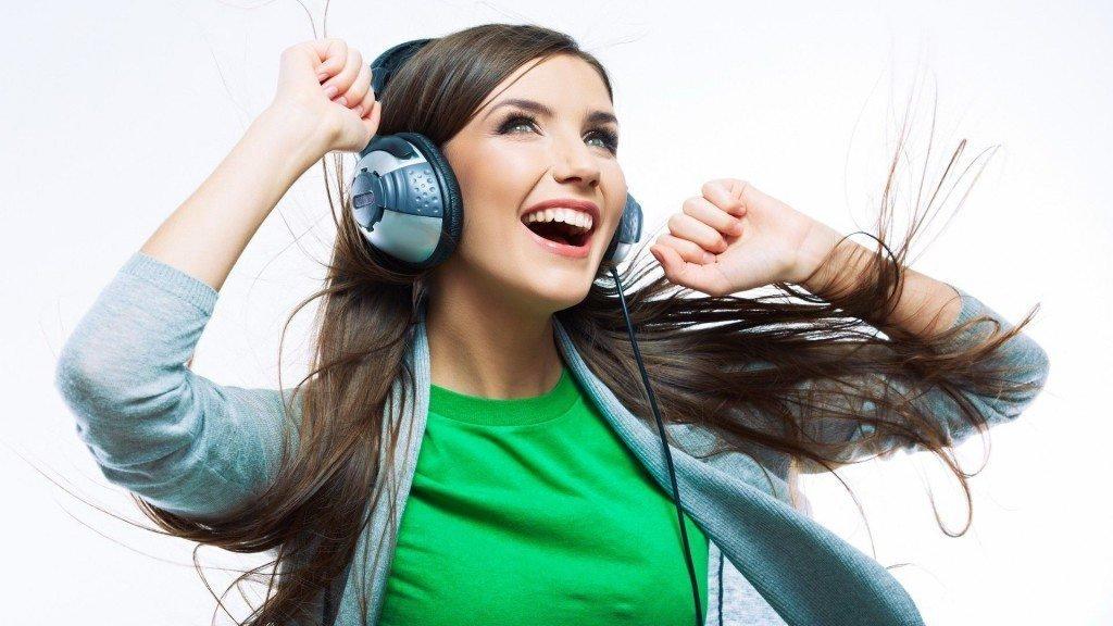 Resultado de imagen de escuchando música
