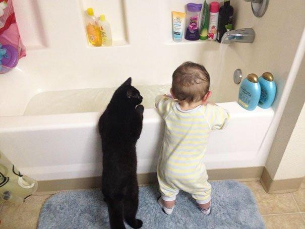 crianças-com-gatos-12