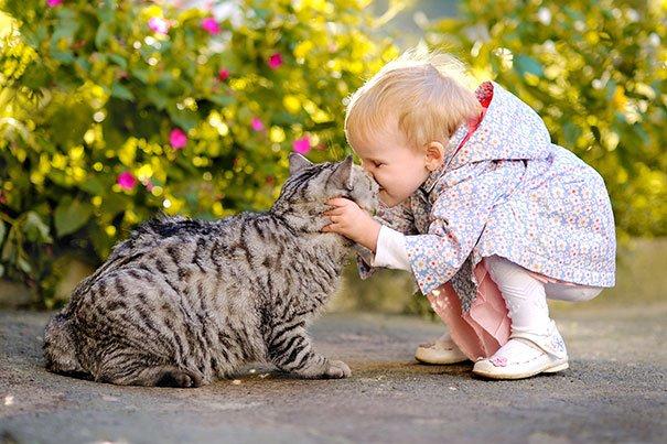 crianças-com-gatos-13