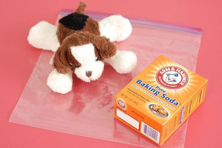 perrito de peluche con bicarbonato de sodio