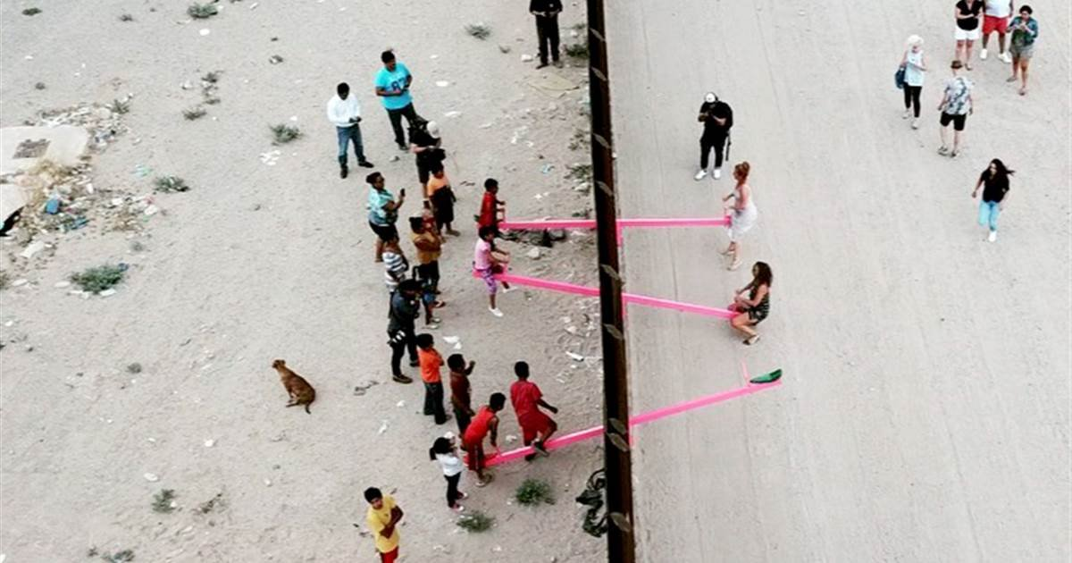a 1.jpg?resize=412,232 - Professors Installed Seesaws Across The US-Mexico Border To Allow Kids From Both Countries To Play Together