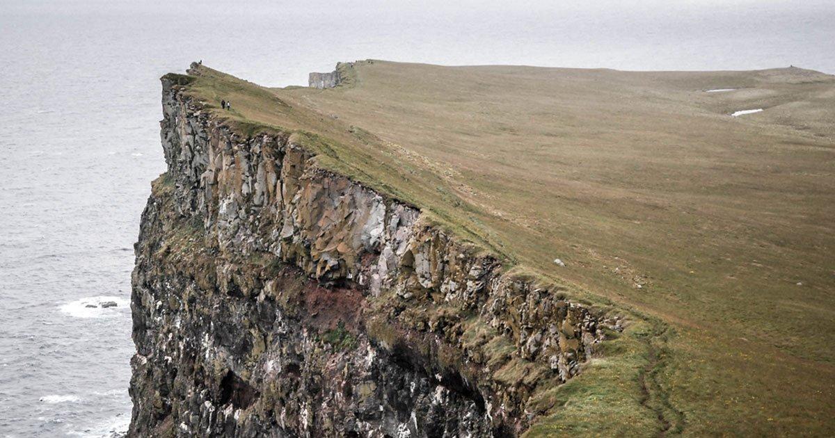 a woman fell from cliff in the search of toilet.jpg?resize=366,290 - Une femme est décédée après être tombée d'une falaise en cherchant des toilettes durant la nuit