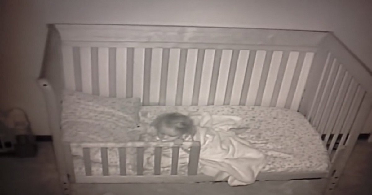 b3 12.jpg?resize=412,232 - Baby Cam Showed A Little Girl Confused At Spending Her First Night In A Toddler Bed